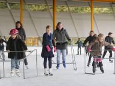 Goedkoop schaatsen vrijwilligers van de baan in Eindhoven