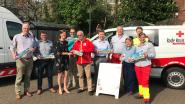 Rode Kruis-Duffel trapt stickerverkoop op gang aan gemeentehuis