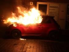Geparkeerde auto gaat in vlammen op aan de Lau Mazirellaan