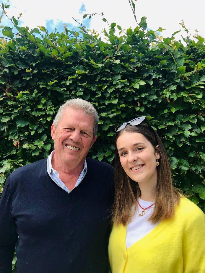 Grootvader Peter Zweegers en kleindochter Kato studeren samen af aan de Universiteit Antwerpen.