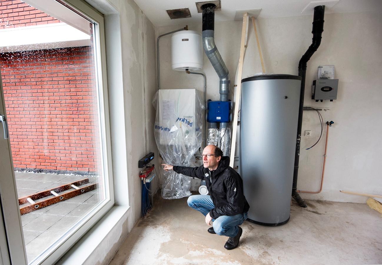 In woningen zonder gas worden warmtepompen aangebracht.