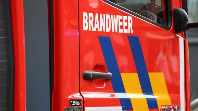 Kraker en vier brandweermannen gewond bij uitslaande brand