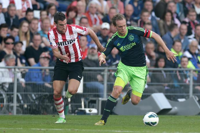 Kevin Strootman in actie voor PSV.