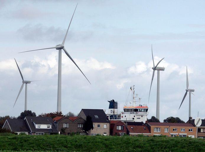 Beeld van de Kanaalzone bij Sluiskil.