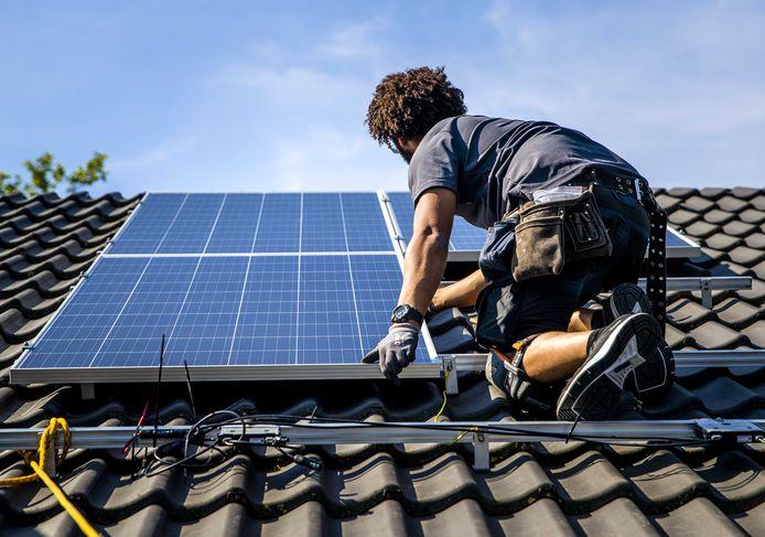 Het geld van de lening kan onder meer gebruikt worden voor verwijderen van asbest en plaatsen van zonnepanelen.