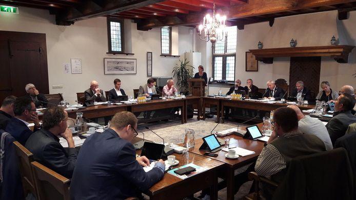 De gemeenteraad van Gennep in 2019, toen een fysieke vergadering nog heel gewoon was.