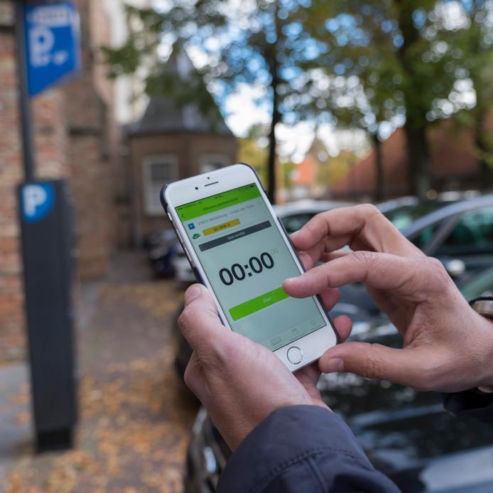 Betalen met een parkeer-app.