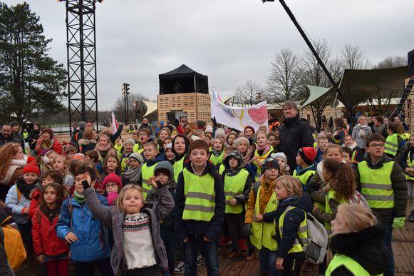 De scholen zorgden voor veel sfeer op het evenementeneiland in Puyenbroeck.