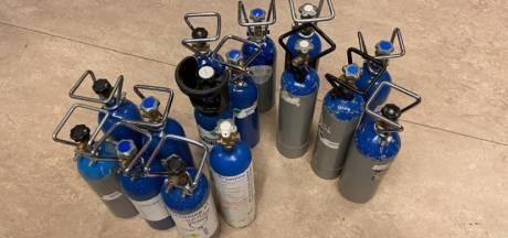 Politie neemt 190 flessen lachgas in beslag op Linkeroever
