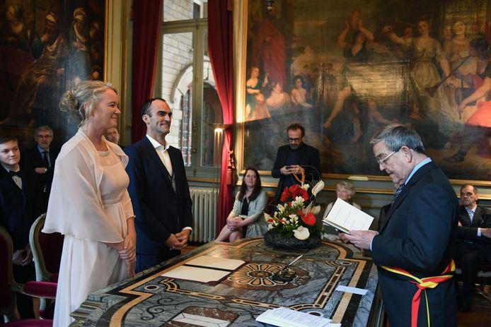 En zeldzame foto met sjerp tijdens de trouw van stadssecretaris Geertrui Vanloo.