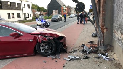 Jef Vermassen crasht met Tesla