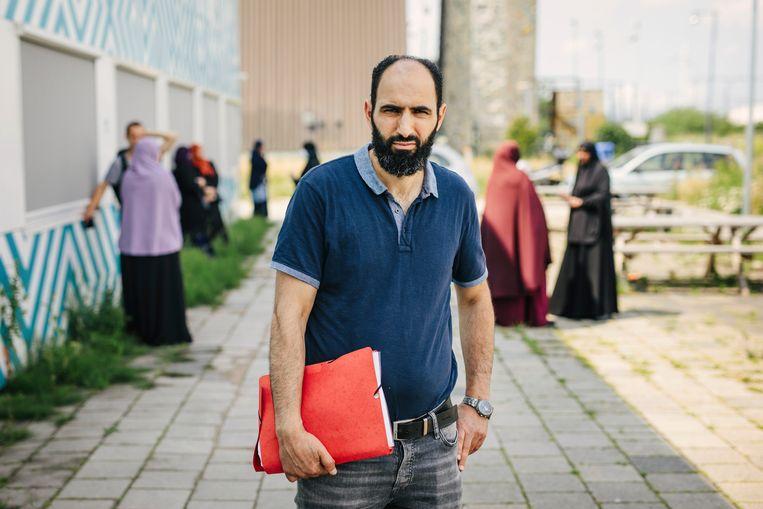 Zegsman Rachid el Jouhri bij het protest tegen de schorsing van Haga-directeur Soner Atasoy. Beeld Marc Driessen