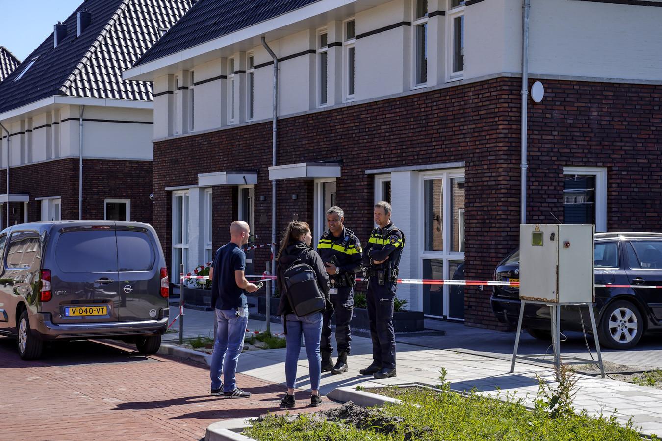 Twee doden gevonden in een woning aan de Hooimijt in Made.