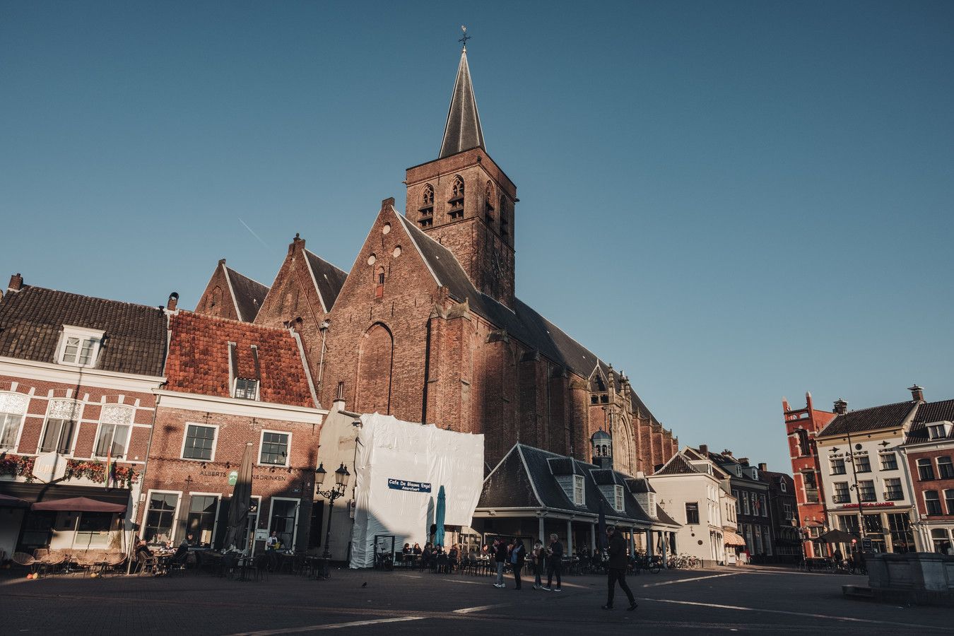 De Sint Joriskerk: middenin het autoluwe gebied.