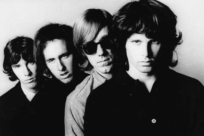 John Densmore (batterie), Robbie Krieger (guitare), Ray Manzarek (claviers) et Jim Morrison (chant).