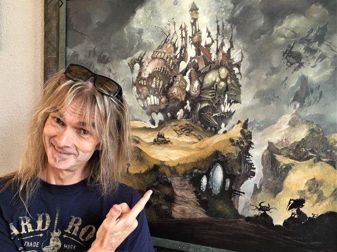 Ayreon met op de achtergrond een schilderij van Into the Electric Castle