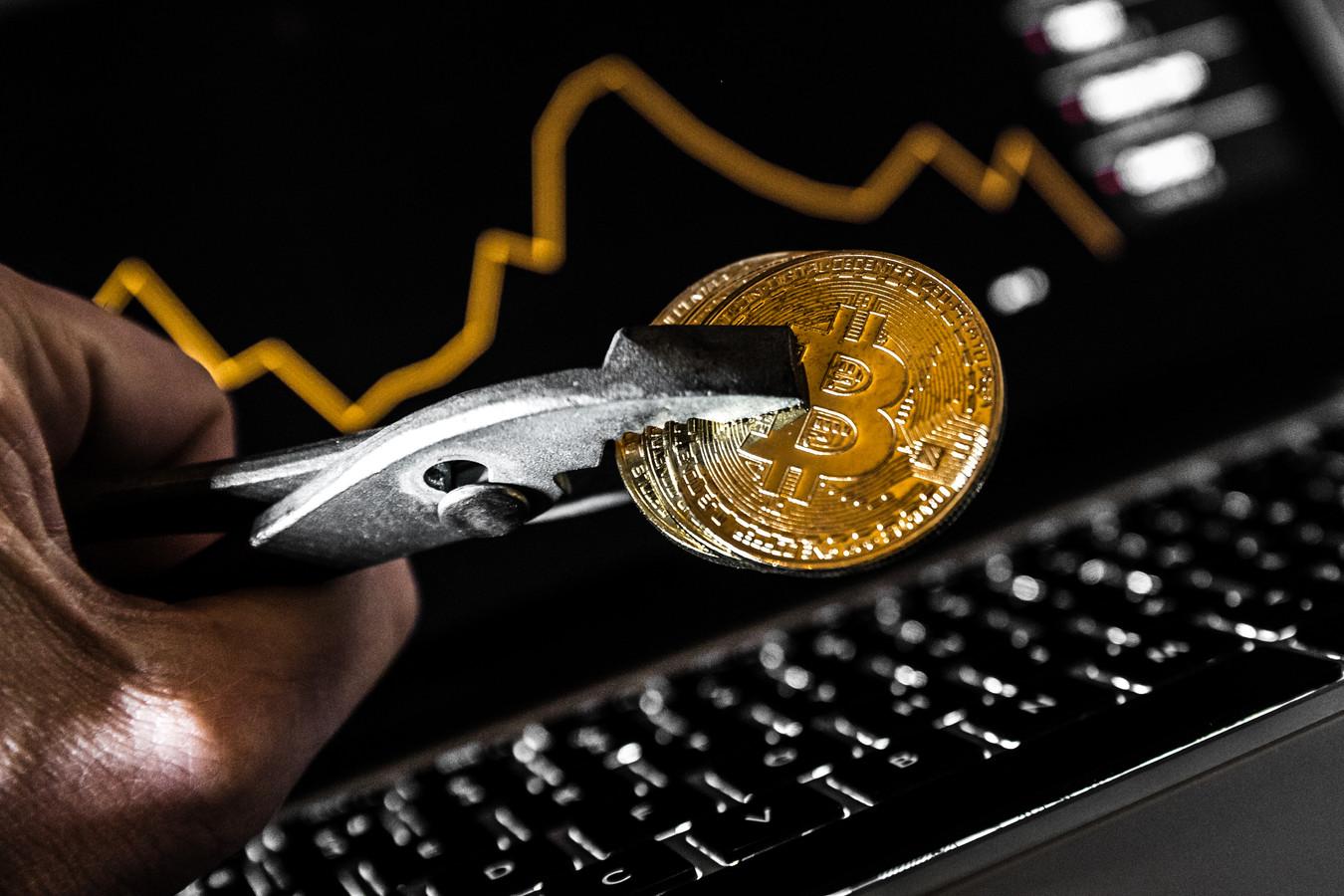 De bitcoin won dinsdag aan waarde en doorbrak kortstondig de grens van 5000 dollar. Daarmee noteerde de digitale munteenheid op het hoogste niveau sinds november vorig jaar. Ook andere cryptomunten veerden op.
