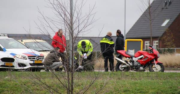 Motorrijder gewond door ongeval op Nijkerkse rotonde.
