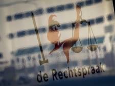 Verdachte die vijf voorbijgangers een klap verkocht in Arnhem moet verder met behandeling, eist OM