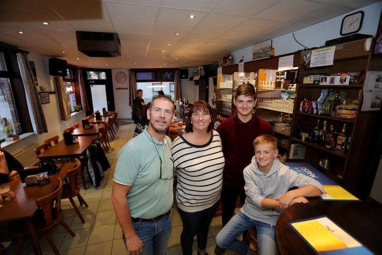 Peter Brouck met Ines en Kendryck en Quinlan in Café Opex.
