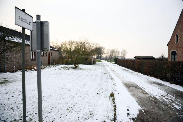 Achille Claes legt - voor het niet sneeuwvrij maken van sommige straten - klacht neer tegen gemeente Holsbeek.