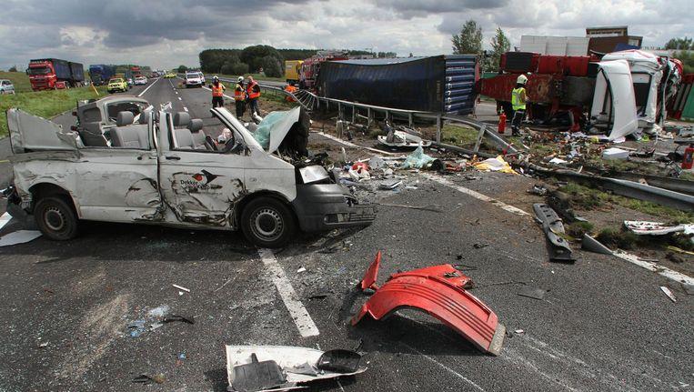 Een ongeval op de A15 in 2011 waarbij twee mensen op het leven kwamen. Beeld null