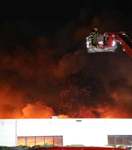 De grote brand bij TUF Recycling in beeld