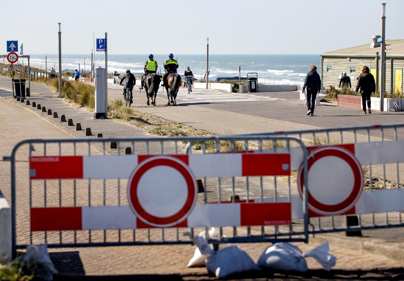 Het strand van Zandvoort is zaterdag erg rustig.