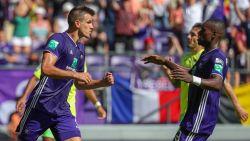 VIDEO. Nieuwe hattrick Santini en twee goals Dimata helpen sterk Anderlecht voorbij Oostende