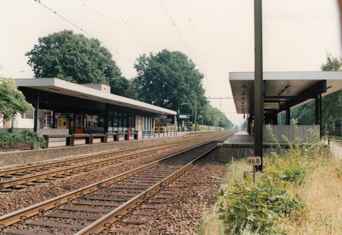 Het tweede station dat in de plaats kwam van het karakteristieke stationsgebouw, maar vrij kort daarna plaats moest maken voor de spoortunnel.
