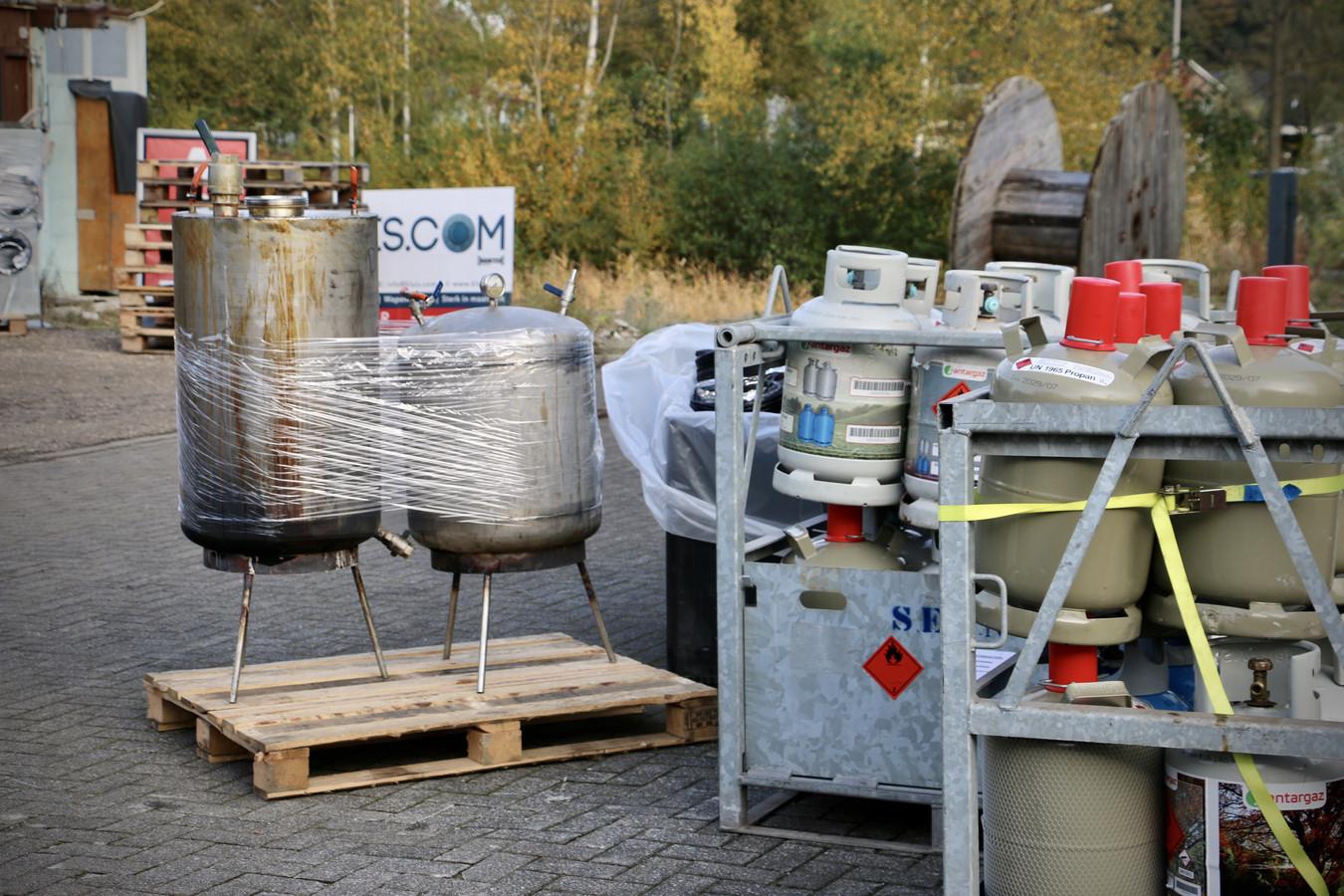 De ontmanteling van het drugslab aan de Kleibultweg in Oldenzaal.