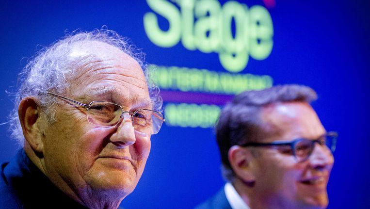 Joop van den Ende (L) en Albert Verlinde eind december vorig jaar tijdens de persconferentie waarin ze aankondigen dat hun theaterondernemingen gaan fuseren. Beeld anp