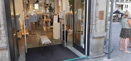 """Zes op de tien Gentse winkels laat deur openstaan terwijl airco draait: """"Je doet 's winters jouw ramen toch ook dicht?"""""""