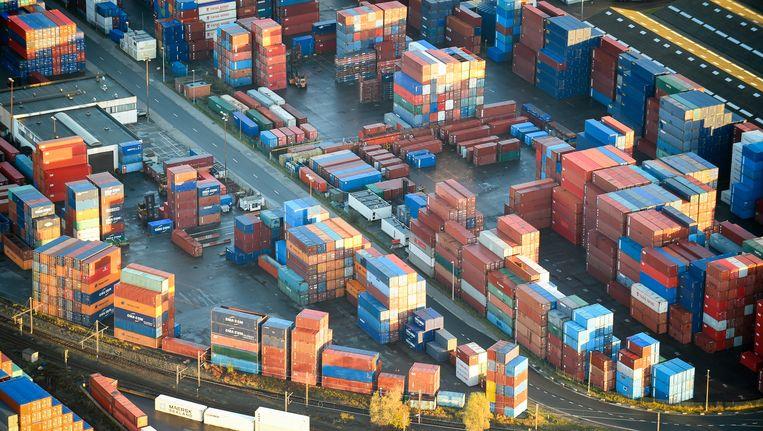 Een containerterminal in de Haven van Antwerpen.