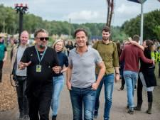Gemist? Rutte bezoekt als eerste premier Lowlands, opgepakte PEC Zwolle-supporters weer vrij