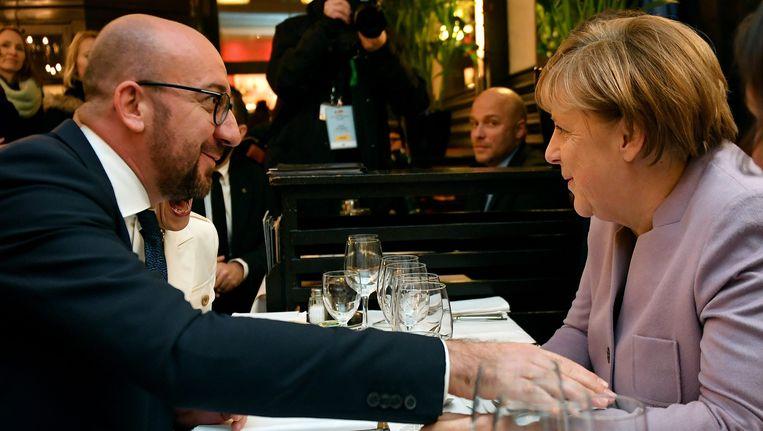 Premier Charles Michel en Duits bondskanselier Angela Merkel samen aan tafel tijdens een etentje in Brussel begin januari.