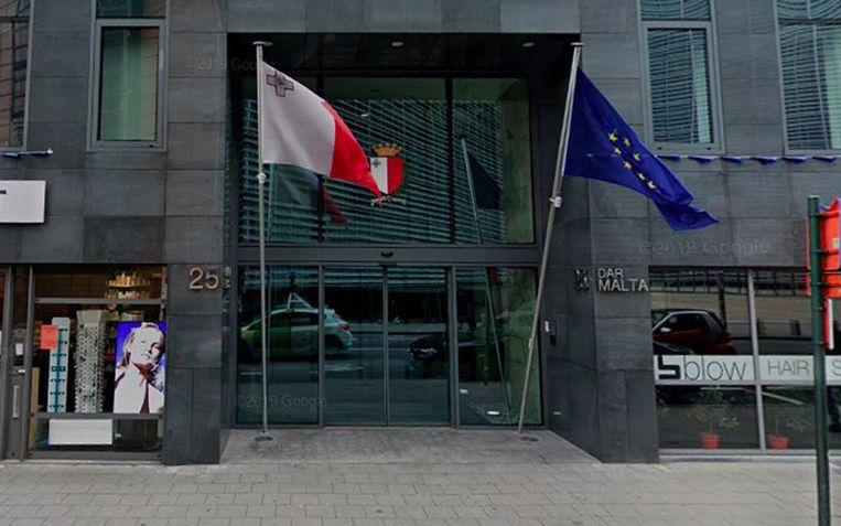 De peperdure renovatie in 2007 van de ambassade van Malta werd volledig betaald door China.