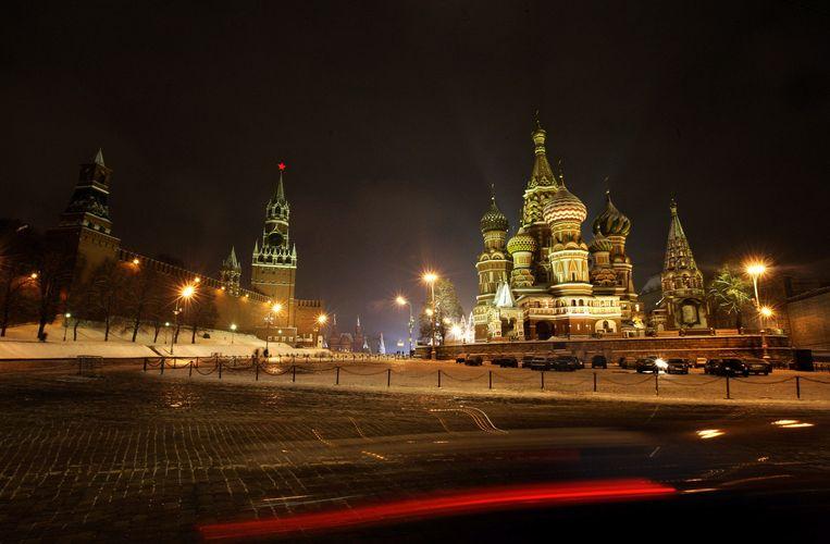 Moskou met zicht op het Kremlin (links) dat vanouds de zetel van de regering is en het meest bekende bouwwerk: de Basiliuskathedraal(rechts) Beeld anp