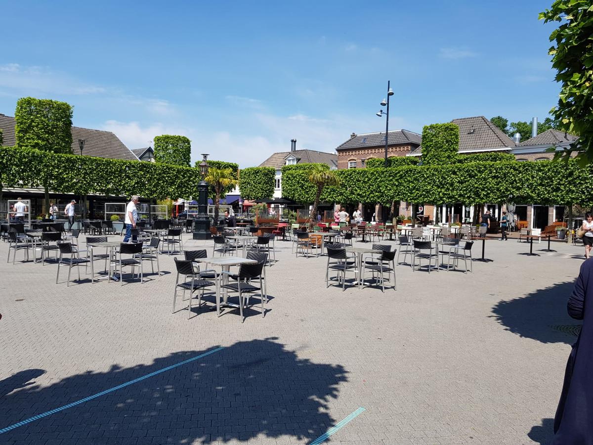 Op de Markt in Wijchen staat vandaag een proefopstelling van een groot 1,5 meterterras.
