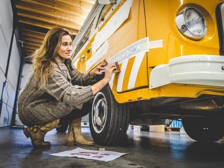 Ankie (43) wil met haar Kunstbus de Hoeksche Waard kleur geven