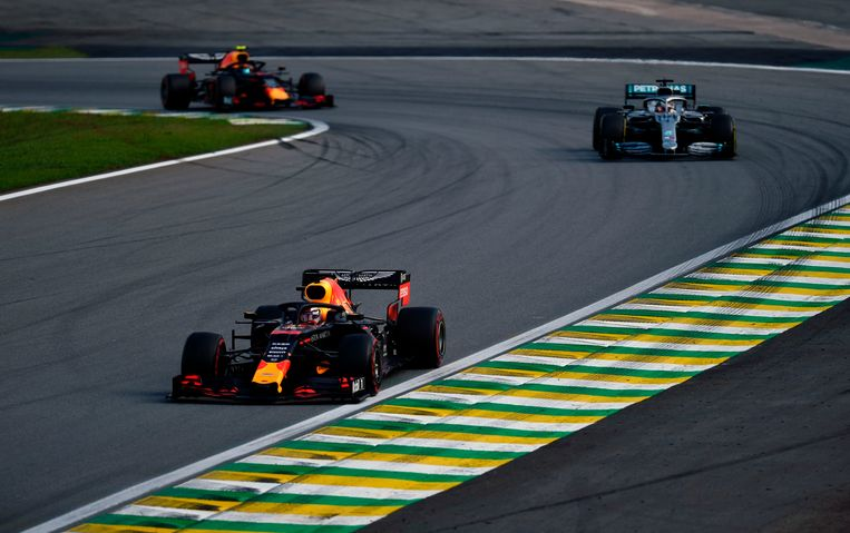 Red Bull's Dutch driver Max Verstappen powers his car followed by Mercedes' British driver Lewis Hamilton during the F1 Brazil Grand Prix, at the Interlagos racetrack in Sao Paulo, Brazil on November 17, 2019. (Photo by Douglas Magno / AFP)