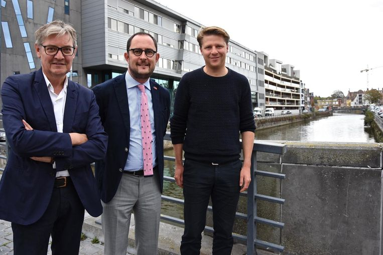 Philippe De Coene (sp.a), Vincent Van Quickenborne (Team Burgemeester) en Axel Ronse (N-VA) aan de Leieboorden.