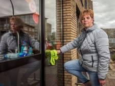Schoonmaakster Atie uit Dalfsen: 'Ik onmisbaar? Nee, maar goede hygiëne is nu wel erg belangrijk'