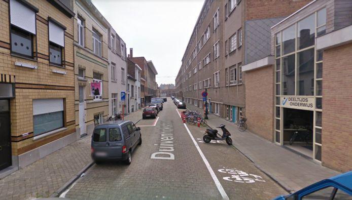 De brandstichting vond plaats in de Duivenhokstraat in Oostende.