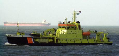 Kustwacht uitgerukt voor omgeslagen zeilboot Vlieland