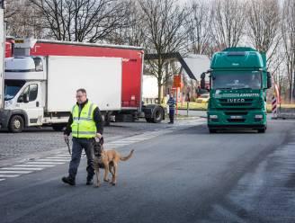 Minister Peeters pompt geld in snelwegparkings om transmigratie aan te pakken: parking Gentbrugge en Kalken worden afgesloten, privébewaking blijft