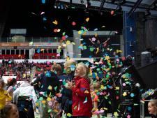 Guus Meeuwis pakt de volgende generatie in met 'Groots met een zachte G Junior' in Philips Stadion in Eindhoven
