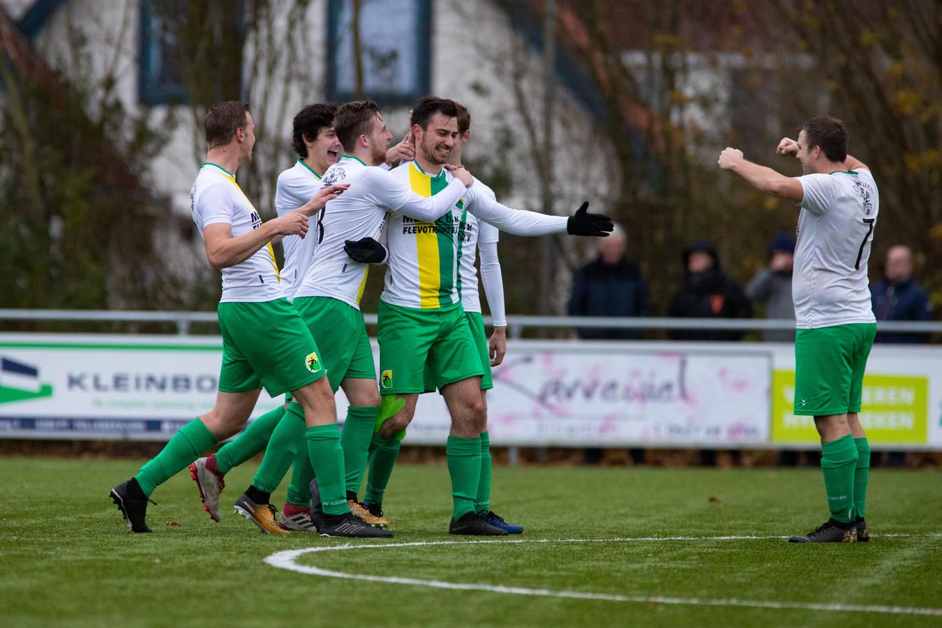 Tollebeek - dat een doelpunt van Noah van de Reest tegen Bolsward viert - heeft in Klaas Hessel Kapitein een nieuwe trainer gevonden.