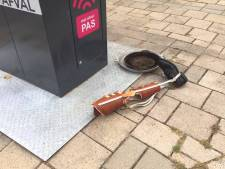 Kunstbeen gedumpt naast afvalcontainer in Arnhem