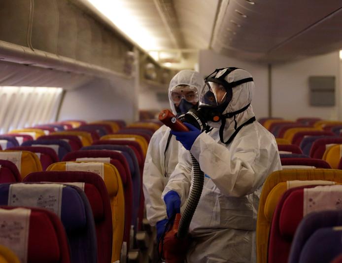 Vliegtuig Thai Airways onderzocht vanwege coronavirus.
